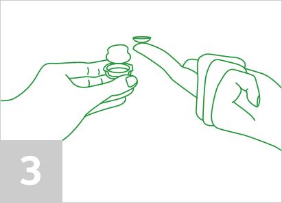 Paso 3: Tome el lente con cuidado.